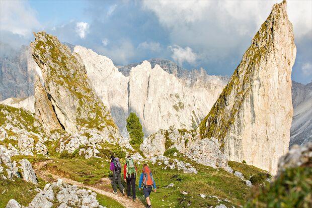 OD 1115 Woman Südtirol Dolomiten Pieralongia Felsen