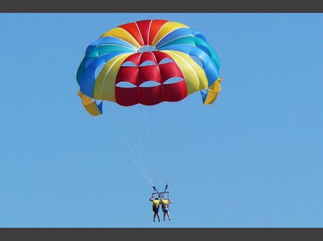 OD-Tuerkei-2013-A-parasailing_tandem (jpg)