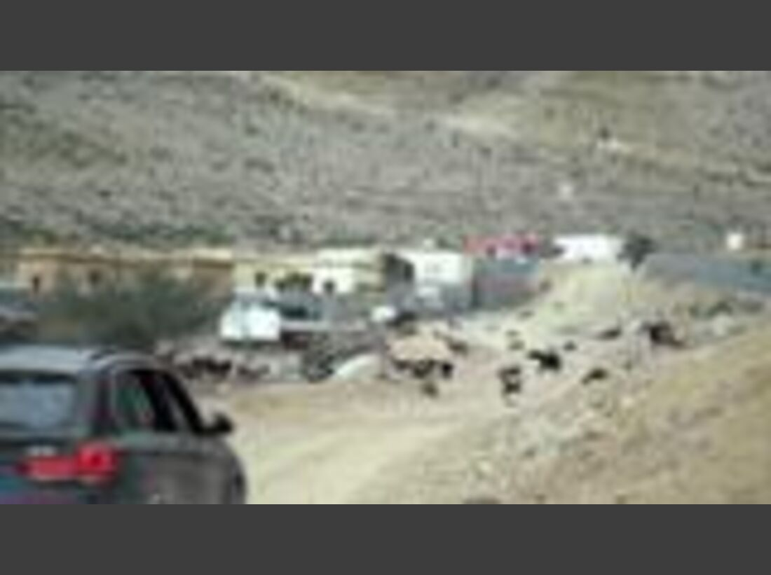 "Teil 2: Stefan Glowacz + Chris Sharma klettern in Oman ""Into the Light"" (deutsch)"