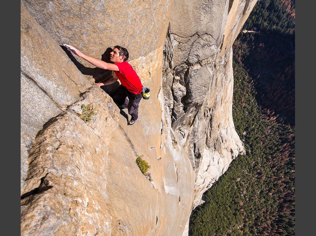 kl-free-solo-honnold-film-07_Alex-Honnold-klettert-El-Capitans-Freerider-im-Yosemite-Free-Solo-c-National-GeographicJimmy-Chin-1 (jpg)