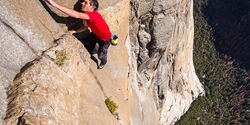 kl-free-solo-honnold-film-07_Alex-Honnold-klettert-El-Capitans-Freerider-im-Yosemite-Free-Solo-c-National-GeographicJimmy-Chin-1 (jpg)