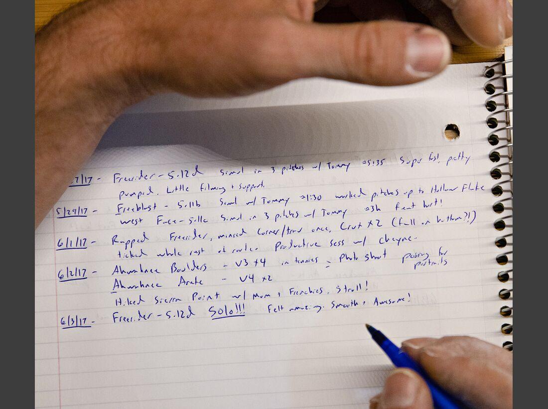 kl-free-solo-honnold-film-17_Alex-Honnold-protokolliert-seine-Trainingseinheiten-c-National-GeographicJimmy-Chin-1 (jpg)
